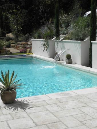 fabricant de margelles de piscine et dallage en pierre